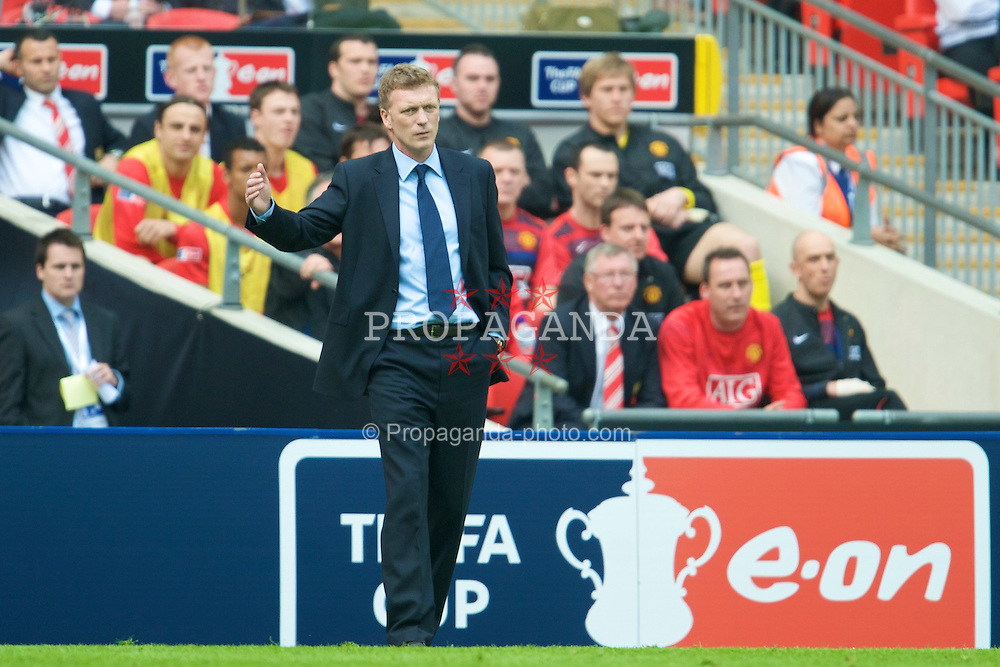 LONDON, ENGLAND - Sunday, April 19, 2009: Manchester United's manager Alex Ferguson and Everton's manager David Moyes during the FA Cup Semi-Final match at Wembley. (Photo by David Rawcliffe/Propaganda)