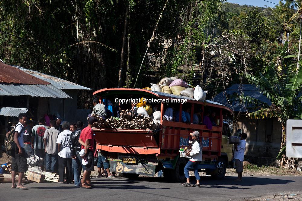 INDONESIA, Flores Archipelago, Market