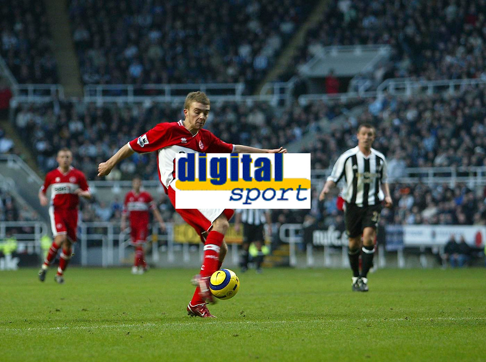 Photo: Andrew Unwin.<br />Newcastle United v Middlesbrough. The Barclays Premiership. 02/01/2006.<br />Middlesbrough's James Morrison (C) fires his shot wide of the goal.