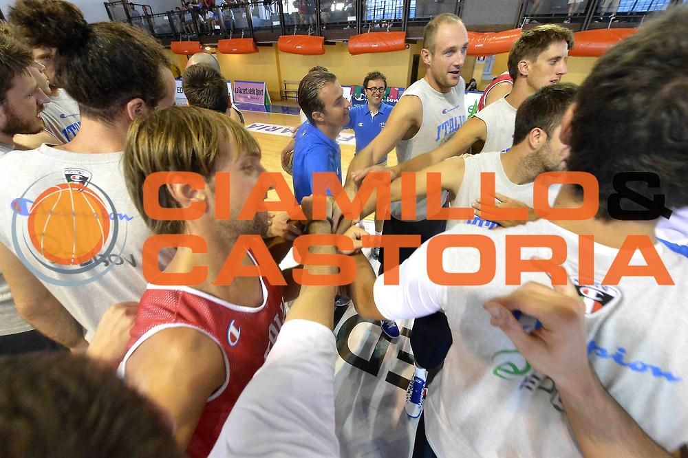 DESCRIZIONE : Folgaria Allenamento Raduno Collegiale  Nazionale Italia Maschile <br /> GIOCATORE : Team Italia Time Out<br /> CATEGORIA : allenamento <br /> SQUADRA : Nazionale Italiana Uomini <br /> EVENTO :  Allenamento Raduno Folgaria<br /> GARA : Allenamento<br /> DATA : 02/08/2013 <br />  SPORT : Pallacanestro<br />  AUTORE : Agenzia Ciamillo-Castoria/GiulioCiamillo<br />  Galleria : FIP Nazionali 2013<br />  Fotonotizia : Folgaria Allenamento Raduno Collegiale  Nazionale Italia Maschile <br />  Predefinita :
