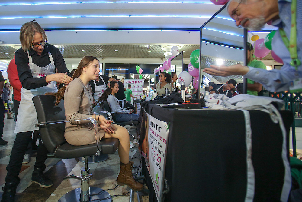 "KORAL VEDDER a 17 year old who recoverd from cancer and lost her right leg, to donate hair to create wigs for cancer patients, this operation arranged by ""Zichron Menachem"" the The Israeli Association for the Support of Children with Cancer and their Families.  November 25, 2012.   Photo by Oren Nahshon"