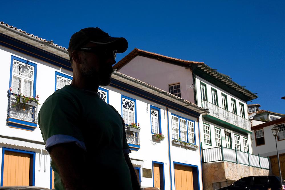 Diamantina _ MG, Brasil...Homem em frente a casas coloniais em Diamantina...Man in front of colonials houses in Diamantina...Foto: BRUNO MAGALHAES / NITRO.