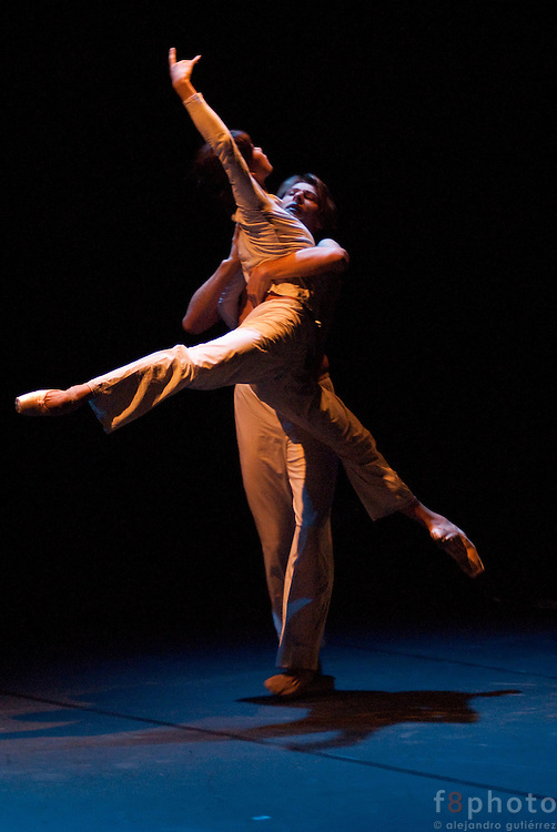 "The principal dancers from the Staatsballet of Berlin, Shoko Nakamura and Wieslaw Dudek during the Ballet Gala ""Reflejos"" performing ""P.S."" in the Second International Dance Festival Ibérica Contemporánea, Querétaro, México,2009"