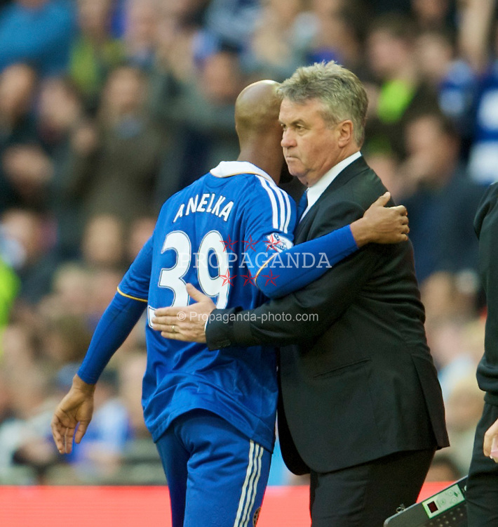 LONDON, ENGLAND - Saturday, April 18, 2009: Chelsea's manager Guus Hiddink and Nicolas Anelka during the FA Cup Semi-Final match against Arsenal at Wembley. (Photo by: David Rawcliffe/Propaganda)