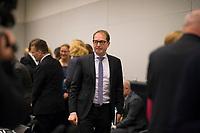 DEU, Deutschland, Germany, Berlin, 11.12.2017: Alexander Dobrindt (CSU) vor Beginn der Fraktionssitzung der CDU/CSU im Deutschen Bundestag.