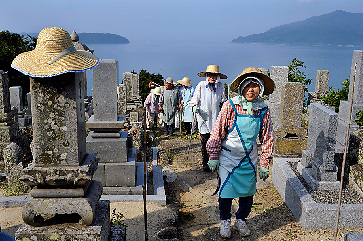 Suo Oshima<br /> Elderly people cleaning a graveyard