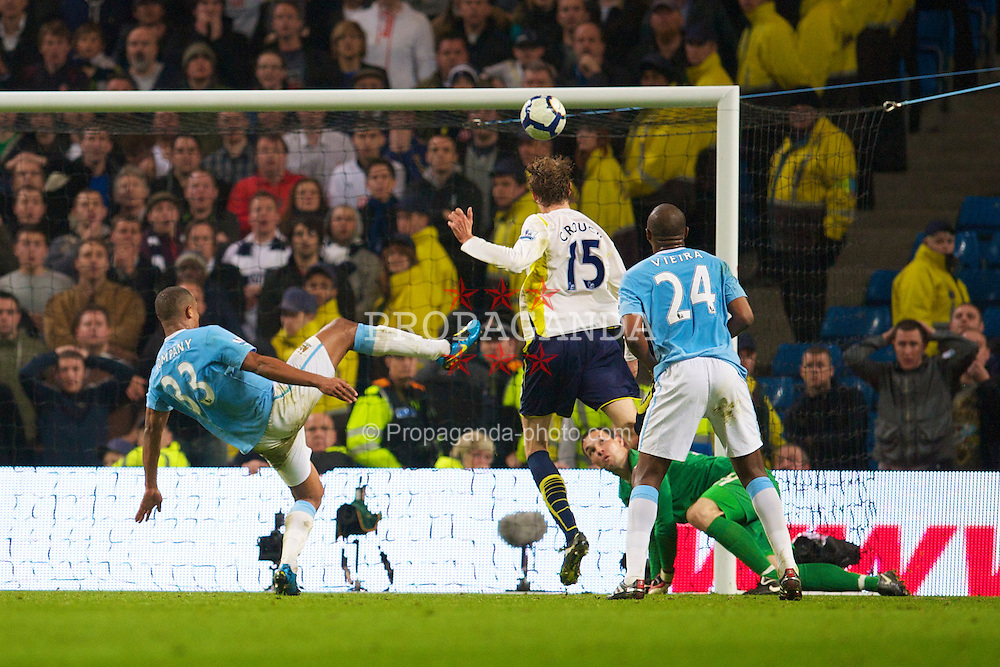 MANCHESTER, ENGLAND - Wednesday, May 5, 2010: Tottenham Hotspur's Peter Crouch scores the opening goal against Manchester City during the Premiership match at City of Manchester Stadium. (Photo by David Rawcliffe/Propaganda)