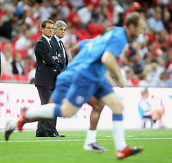04.09.2010, Wembley Stadium, London, ENG, UEFA Euro 2012 Qualification, England v Bulgaria, im Bild Fabio Capello manager of ENGLAND  watches the warm up. EXPA Pictures © 2010, PhotoCredit: EXPA/ IPS/ Sean Ryan +++++ ATTENTION - OUT OF ENGLAND/UK +++++ / SPORTIDA PHOTO AGENCY