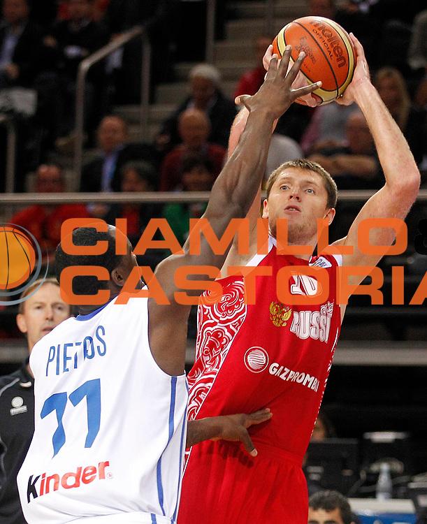 DESCRIZIONE : Kaunas Lithuania Lituania Eurobasket Men 2011 Semifinali Semi Final Round Francia Russia France Russia<br /> GIOCATORE : Victor Khryapa <br /> SQUADRA : Russia<br /> EVENTO : Eurobasket Men 2011<br /> GARA : Francia Russia France Russia<br /> DATA : 16/09/2011 <br /> CATEGORIA : tiro shot<br /> SPORT : Pallacanestro <br /> AUTORE : Agenzia Ciamillo-Castoria/L.Kulbis<br /> Galleria : Eurobasket Men 2011 <br /> Fotonotizia : Kaunas Lithuania Lituania Eurobasket Men 2011 Semifinali Semi Final Round Francia Russia France Russia<br /> Predefinita :
