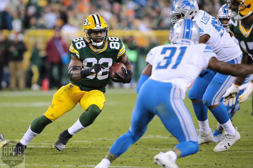 Green Bay Packers running back Ty Montgomery (88) rushing during the 4th quarter. <br /> The Green Bay Packers hosted the Detroit Lions at Lambeau Field Monday, Nov. 6, 2017. STEVE APPS FOR THE STATE JOURNAL.
