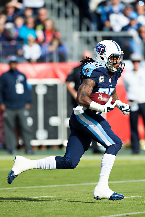 NASHVILLE, TN - NOVEMBER 15:  Dexter McCluster #22 of the Tennessee Titans returns the opening kick off against the Carolina Panthers at Nissan Stadium on November 15, 2015 in Nashville, Tennessee.  (Photo by Wesley Hitt/Getty Images) *** Local Caption *** Dexter McCluster