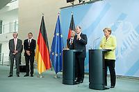 """21 SEP 2009, BERLIN/GERMANY:<br /> William White, Mitglied der Expertegruppe """"Neue Finanzarchitektur"""", Prof. Dr. jan Peter Krahnen, Mitglied der Expertegruppe """"Neue Finanzarchitektur"""", Prof. Otmar Issing, Vorsitzender der Expertengruppe """"Neue Finanzarchitektur"""", Peer Steinbrueck, SPD, Bundesfinanzminister, Angela Merkel, CDU, Bundeskanzlerin, (v.L.n.R.), Pressekonferenz nach einem Gespraech mit der Expertengruppe """"Neue Finanzarchitektur"""", Bundeskanzleramt<br /> IMAGE: 20090921-01-0<br /> KEYWORDS: Peer Steinbrück"""