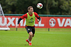 CARDIFF, WALES - Friday, September 2, 2016: Wales' Sam Vokes during a training session at the Vale Resort ahead of the 2018 FIFA World Cup Qualifying Group D match against Moldova. (Pic by David Rawcliffe/Propaganda)