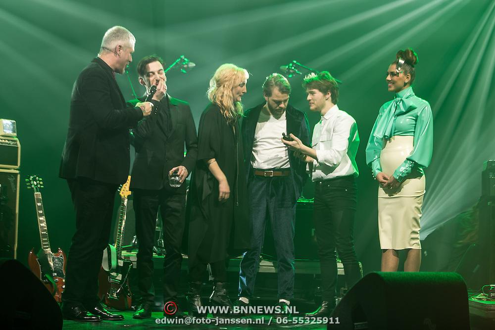 NLD/Amsterdam/201702013- Edison Pop Awards 2017, Indian Askin met hun prijs in de categorie Nieuwkomer