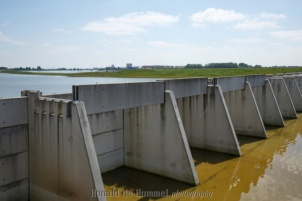 Westervoort, 10-06-2013. Ruimte voor de rivier. Hondsbroekse Pleij is een stuwdam die in geval van hoogwater meer water vanuit de Rijn richting de IJssel kan leiden. Foto: Johannes Abeling.  ……………. The Netherlands, Westervoort, 2013-06-10. Hondsbroekse Pleij is a dam that redirects water from the river Rhine to the River IJssel in case of high water levels.