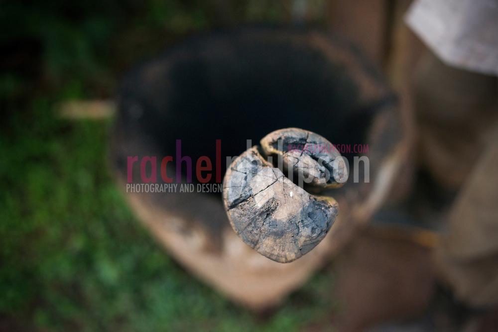 Cuba, Viñales, landscape, coffee farm, coffee beans grinding, mortar & pestle wooden