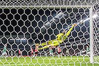 EINDHOVEN - PSV - Sparta Rotterdam , Voetbal , Eredivisie , Seizoen 2016/2017 , Philips Stadion , 22-10-2016 , PSV keeper Remko Pasveer moet gestrekt naar de hoek
