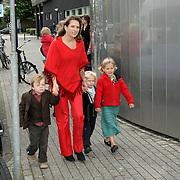 NLD/Amsterdam/20081004 - Première het Grote Terra POP concert, vriendin van prinses Laurentien met Claus Casimier