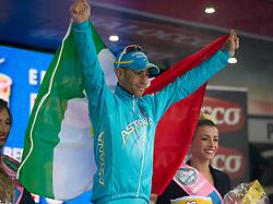 23.05.2013, Mori, ITA, Giro d Italia 2013, 18. Etappe, Mori nach Polsa, im Bild Vincenzo Nibali, ITA, (Astana Pro Team) feiert den Etappensieg // Vincenzo Nibali, ITA, (Astana Pro Team) celebrates the stage victory, during Giro d' Italia 2013 at Stage 18 from Mori to Polsa, Italy on 2013/05/23. EXPA Pictures © 2013, PhotoCredit: EXPA/ R. Eisenbauer