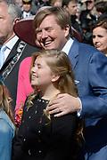 De koninklijke familie is in Zwolle voor de viering van Koningsdag. /// The royal family is in Zwolle for the celebration of King's Day.<br /> <br /> Op de foto / On the photo:  Koning Willem-Alexander met Prinses Amalia/ King Willem Alexander