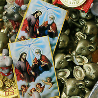 Toluca, Mex.- Amuletos esotericos para la buena suerte, el dinero y el amor, son vendidos de manera tradicional al inicio de cada año en el mercado 16 de septiembre de Toluca. Agencia MVT / Mario Vazquez de la Torre. (DIGITAL)<br /> <br /> <br /> <br /> NO ARCHIVAR - NO ARCHIVE