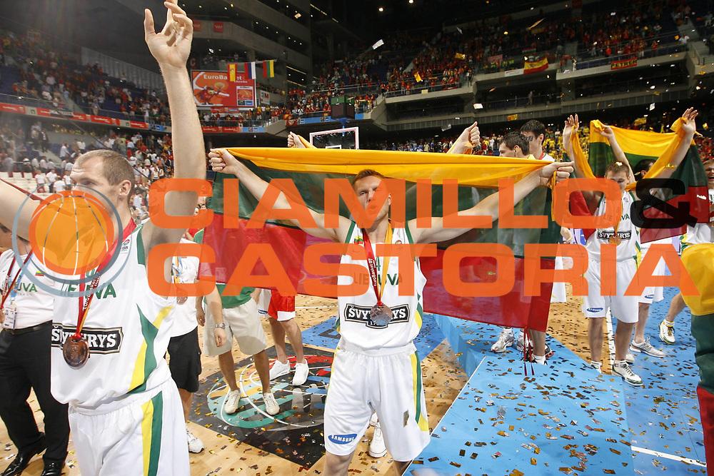 DESCRIZIONE : Madrid Spagna Spain Eurobasket Men 2007 Finals Finale Spagna Russia Spain Russia<br /> GIOCATORE : Rimantas Kaukenas<br /> SQUADRA : Lituania Lithuania<br /> EVENTO : Eurobasket Men 2007 Campionati Europei Uomini 2007 <br /> GARA : Spagna Russia Spain Russia<br /> DATA : 16/09/2007 <br /> CATEGORIA : Premiazione<br /> SPORT : Pallacanestro <br /> AUTORE : Ciamillo&amp;Castoria/E.Castoria<br /> Galleria : Eurobasket Men 2007 <br /> Fotonotizia : Madrid Spagna Spain Eurobasket Men 2007 Finals Finale Spagna Russia Spain Russia<br /> Predefinita :