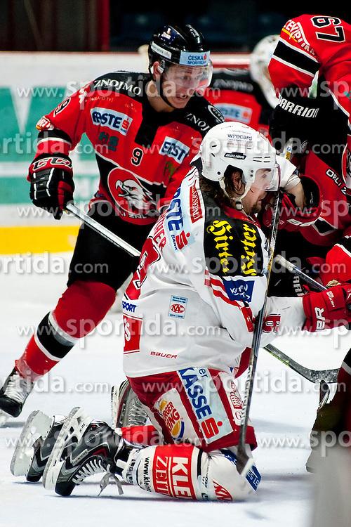15.03.2015, Ice Rink, Znojmo, CZE, EBEL, HC Orli Znojmo vs EC KAC, 59. Runde, 5. Viertelfinale, im Bild v.l. Ales Sova (HC Orli Znojmo), Lukas Pither (EC KAC) // during the Erste Bank Icehockey League 59th round match, 5th quarterfinal between HC Orli Znojmo and EC KAC at the Ice Rink in Znojmo, Czech Republic on 2015/03/15. EXPA Pictures © 2015, PhotoCredit: EXPA/ Rostislav Pfeffer