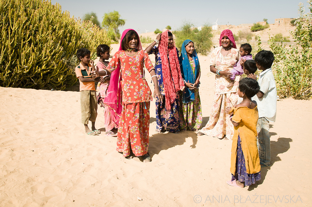 India, Rajasthan. Rajasthani gypsies on the Thar desert.