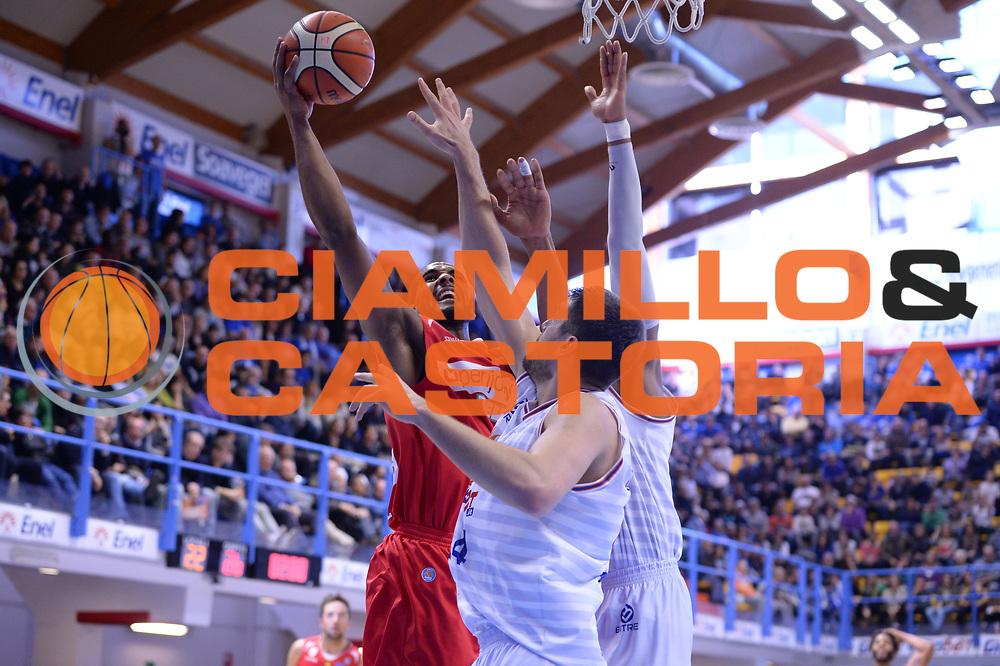 DESCRIZIONE : Brindisi  Lega A 2015-16<br /> Enel Brindisi Openjobmetis Varese<br /> GIOCATORE : Brandon Davies<br /> CATEGORIA : Tiro Ritardo<br /> SQUADRA : Openjobmetis Varese<br /> EVENTO : Campionato Lega A 2015-2016<br /> GARA :Enel Brindisi Openjobmetis Varese<br /> DATA : 29/11/2015<br /> SPORT : Pallacanestro<br /> AUTORE : Agenzia Ciamillo-Castoria/M.Longo<br /> Galleria : Lega Basket A 2015-2016<br /> Fotonotizia : Brindisi  Lega A 2015-16 Enel Brindisi Openjobmetis Varese<br /> Predefinita :