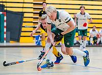AMSTERDAM  - Tjep Hoedemakers (Rdam) met Imre Vos (Den Bosch)  tijdens het starttoernooi zaalhockey in Sporthallen Zuid.    COPYRIGHT KOEN SUYK