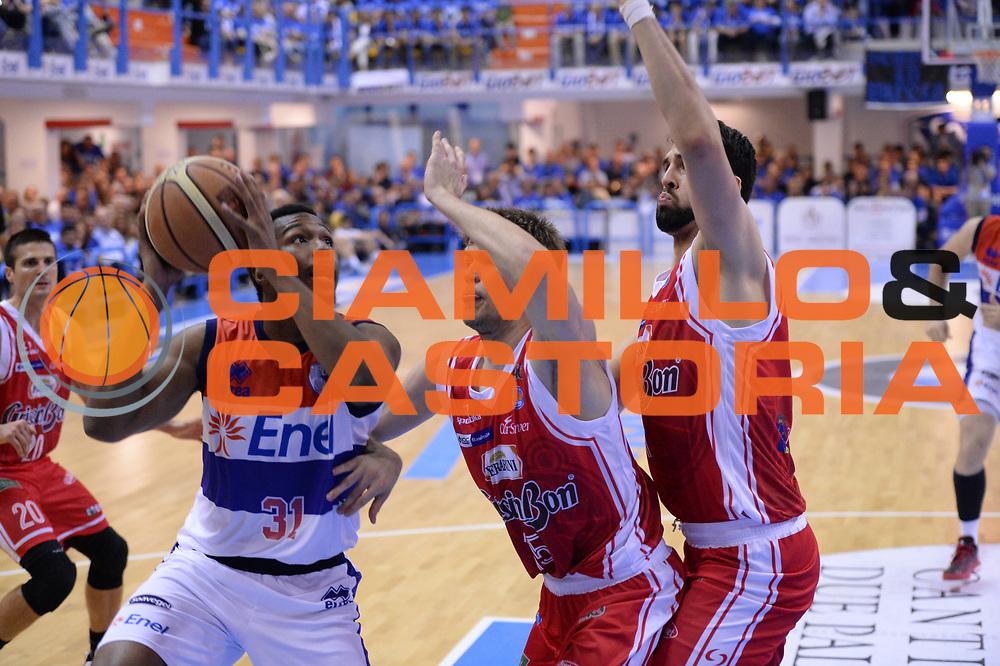 DESCRIZIONE : Brindisi Lega A 2014-15 Play Off Gara3 Quarti di Finale Enel Brindisi GrissinBon Reggio Emilia<br /> GIOCATORE : Turner Elston<br /> CATEGORIA : Tecnica<br /> SQUADRA : Enel Brindisi<br /> EVENTO : Campionato Lega A 2014-2015<br /> GARA : Enel Brindisi GrissinBon Reggio Emilia<br /> DATA : 23/05/2015<br /> SPORT : Pallacanestro <br /> AUTORE : Agenzia Ciamillo-Castoria/M.Longo<br /> Galleria : Lega Basket A 2014-2015 <br /> Fotonotizia : Brindisi Lega A 2014-15 Play Off Gara3 Quarti di Finale Enel Brindisi GrissinBon Reggio Emilia
