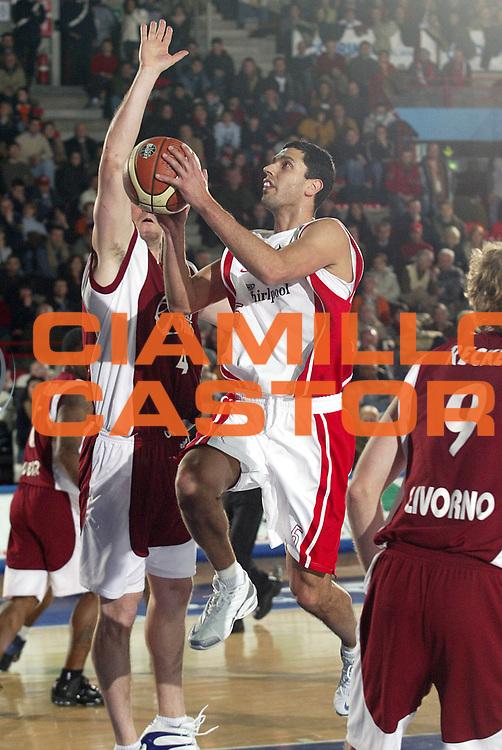 DESCRIZIONE : Varese Lega A1 2005-06 Whirlpool Varese Basket Livorno<br />GIOCATORE : Farabello<br />SQUADRA : Whirlpool Varese<br />EVENTO : Campionato Lega A1 2005-2006<br />GARA : Whirlpool Varese Basket Livorno<br />DATA : 30/12/2005<br />CATEGORIA : Tiro<br />SPORT : Pallacanestro<br />AUTORE : Agenzia Ciamillo-Castoria/S.Ceretti<br />Galleria : Lega Basket A1 2005-2006<br />Fotonotizia : Varese Campionato Italiano Lega A1 2005-2006 Whirlpool Varese Basket Livorno<br />Predefinita :