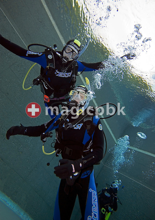 Diver Joel SPIRIG (R) and Olivier FORNARO (L) of Switzerland are posing during a PADI scuba diving training lesson in the outdoor pool in Gossau, ZH, Switzerland, Monday, May 26, 2008. (Photo by Patrick B. Kraemer / MAGICPBK)