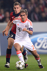 23.10.2012, Grand Stade Lille Metropole, Lille, OSC Lille vs FC Bayern Muenchen, im Bild Lucas DIGNE (OSC Lille - 03) haellt Philipp LAHM (FC Bayern Muenchen - 21) - Elfmeterszene // during UEFA Championsleague Match between Lille OSC and FC Bayern Munich at the Grand Stade Lille Metropole, Lille, France on 2012/10/23. EXPA Pictures © 2012, PhotoCredit: EXPA/ Eibner/ Ben Majerus..***** ATTENTION - OUT OF GER *****