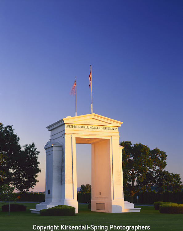 AA03037-01...WASHINGTON - The Peace Arch at the US - Canada border crossing on Interstate 5 in Blaine.