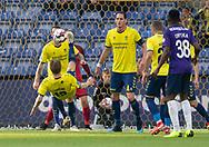 FODBOLD: Simon Tibbling (Brøndby IF) sparker væk med et saksespark under kampen i Superligaen mellem Brøndby IF og FC Midtjylland den 20. maj 2019 på Brøndby Stadion. Foto: Claus Birch.
