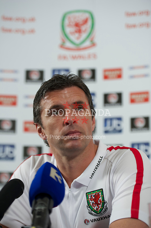 NEWTOWN MOUNT KENNEDY, REPUBLIC OF IRELAND - Tuesday, May 24, 2011: Wales' manager Gary Speed MBE during a press conference ahead of the Carling Nations Cup match against Scotland. (Photo by David Rawcliffe/Propaganda)