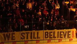 23.03.2010, Albert Schultz Halle, Wien, AUT, EBEL, Vienna Capitals vs Black Wings Linz, im Bild die Fans der Capitals glauben noch an den Aufstieg ins Finale, EXPA Pictures © 2010, PhotoCredit: EXPA/ T. Haumer / SPORTIDA PHOTO AGENCY