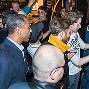 NLD/Amsterdam/20171019 - Prijsuitreiking en mini concert David Guetta, beveiliging voor David Guetta