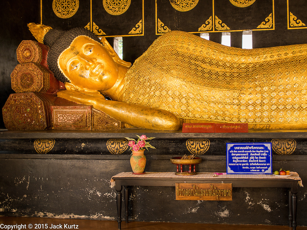 03 APRIL 2015 - CHIANG MAI, CHIANG MAI, THAILAND: A reclining Buddha statue at Wat Chedi Luang in Chiang Mai, Thailand.      PHOTO BY JACK KURTZ