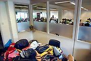 Nederland, Vught, 22-5-2006..Leerlingen van het Maurick college doen eindexamen Nederlands. Schoolonderzoek. Hun spullen, tassen, mobiele telefooons, gsm, mogen niet de examenruimte in...Foto: Flip Franssen/Hollandse Hoogte