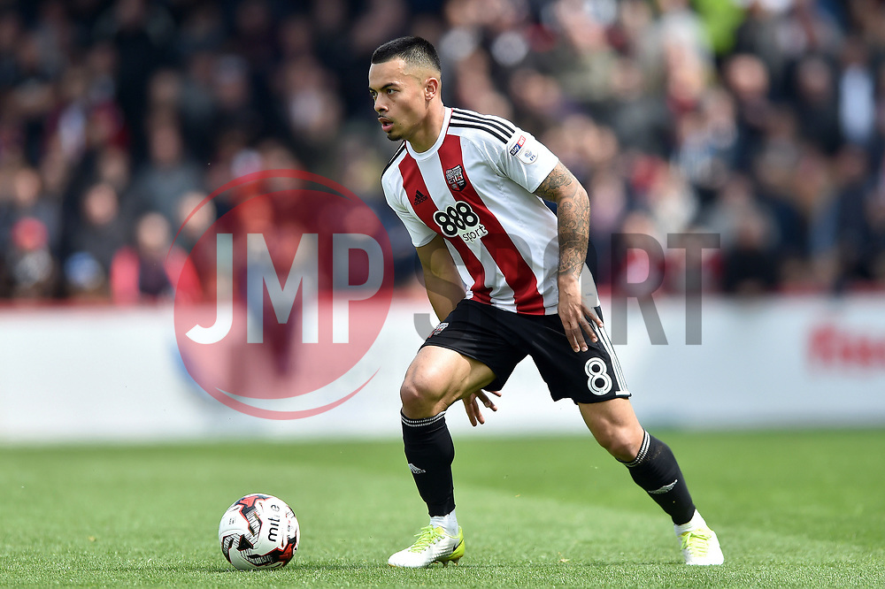 Nico Yennaris of Brentford - Mandatory by-line: Patrick Khachfe/JMP - 07/05/2017 - FOOTBALL - Griffin Park - London, England - Brentford v Blackburn Rovers - Sky Bet Championship