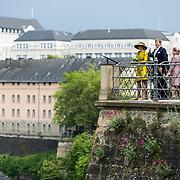 LUX/Luxemburg/20180523 - Staatsbezoek Luxemburg dag 1, Koningi Willem Alexander en Koningin Maxima kijkt uit over de vallei