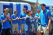 DESCRIZIONE : Firenze Raduno Collegiale Nazionale Italiana Maschile Premiazione Consegna Chiavi Cittˆ Firenze<br /> GIOCATORE : Renzi Andrea Bargnani<br /> SQUADRA : Nazionale Italia Uomini <br /> EVENTO : Raduno Collegiale Nazionale Italiana Maschile <br /> GARA : Allenamento<br /> DATA : 15/07/2010 <br /> CATEGORIA : Premiazione<br /> SPORT : Pallacanestro <br /> AUTORE : Agenzia Ciamillo-Castoria/M.Gregolin<br /> Galleria : Fip Nazionali 2010 <br /> Fotonotizia : Firenze Raduno Collegiale Nazionale Italiana Maschile Premiazione Consegna Chiavi Cittˆ Firenze<br /> Predefinita :