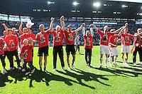 2. Fussball Bundesliga:  Saison  2010/2011    33. Spieltag  FC Augsburg - FSV Frankfurt     08.05.2011 AUGSBURG JUBEL NACH DEM AUFSTIEG IN DIE ERSTE 1. BL JUBEL nach dem SIEG MIT Trainer Jos Luhukay (FC Augsburg)