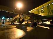Flugzeug kurz nach der Landung auf dem Flughafen Frankfurt am Main.<br /> <br /> Plane shortly after landing at the airport Frankfurt am Main.