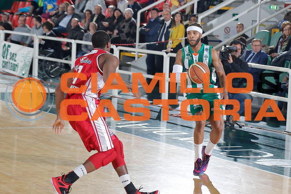 DESCRIZIONE : Avellino Lega A 2014-15 Sidigas Avellino Giorgio Tesi Group Pistoia<br /> GIOCATORE : Adrian Banks<br /> CATEGORIA : palleggio<br /> SQUADRA : Sidigas Avellino<br /> EVENTO : Campionato Lega A 2014-2015<br /> GARA : Sidigas Avellino Giorgio Tesi Group Pistoia<br /> DATA : 13/04/2015<br /> SPORT : Pallacanestro <br /> AUTORE : Agenzia Ciamillo-Castoria/A. De Lise<br /> Galleria : Lega Basket A 2014-2015 <br /> Fotonotizia : Avellino Lega A 2014-15 Sidigas Avellino Giorgio Tesi Group Pistoia