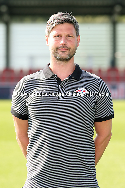 HANDOUT - 1. DFL, 1. Deutsche Bundesliga, RasenBallsport Leipzig, team photo shooting. Image shows athletic coach Kai Kraft (RB Leipzig). Photo: GEPA pictures/ Sven Sonntag - For editorial use only. Image is free of charge. |