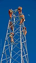 FOTÓGRAFO: Jaime Villaseca ///<br /> <br /> Armado de torres electricas en Antucoya, Salar de Atacama.