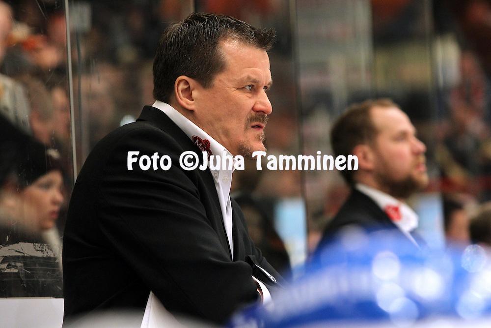 22.04.2010, Patria Areena, H?meenlinna..J??kiekon SM-liiga 2009-10, playoffs 1. loppuottelu HPK - TPS..P??valmentaja Kai Suikkanen - TPS.©Juha Tamminen.